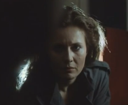 """A Short Film About Love"". Gesto de Magda a la madre adoptiva de Tomek. No aparece en ""Decálogo Seis""."
