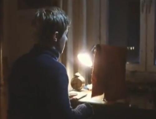 """""""A Short Film About Love"""". Detalles de la habitación de Tomek y su set para espiar a Magda. No aparece en """"Decálogo Seis""""."""