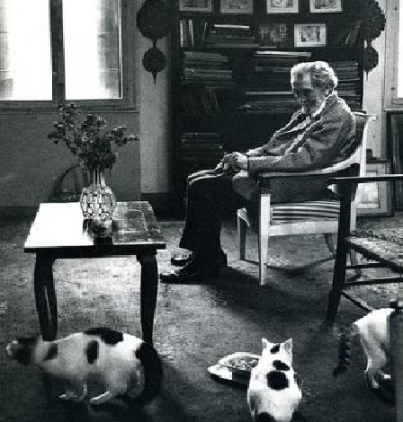 "Ezra Pound y sus gatos. Poem ""Tame Cat"" (by Ezra Pound): It rests me to be among beautiful women Why should one always lie about such matters? I repeat: It rests me to converse with beautiful women Even though we talk nothing but nonsense, The purring of the invisible antennae Is both stimulating and delightful."