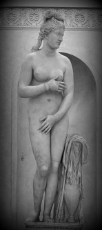 """The Capitoline Venus"" It is an Antonine copy of a late Hellenistic sculpture derived from Praxiteles . ""The Capitoline Venus"" and her variants are recognisable from the position of the arms, as Venus begins to cover her breasts with her right hand, and her groin with her left hand. Capitoline Museums, Rome. Italy."